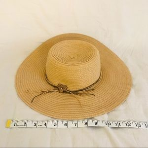Accessories - Straw hat with heart embellishment